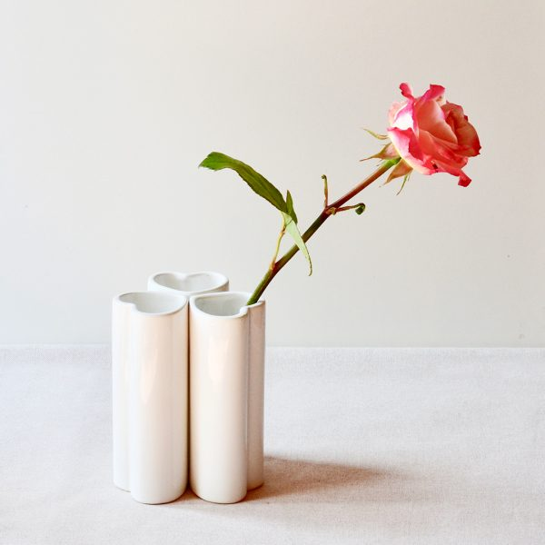 heart vases with rose